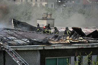 Incendio in scuola a Milano, evacuata, nessun ferito