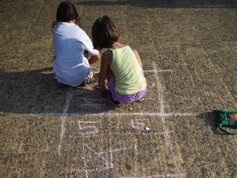 Bambini tra noia e centri estivi, i suggerimenti degli esperti