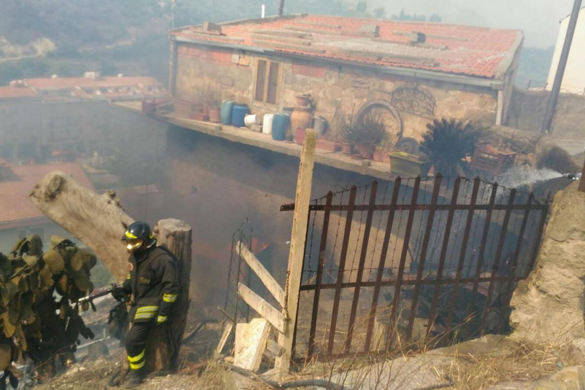incendio_Cefalu_Adn Inferno di fuoco in Sicilia, evacuati e intossicati