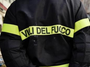 Roma, autobus in fiamme a Ostia: nessun ferito
