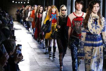Gucci porta a Londra la sua Britmania: la sfilata è nell'Abbazia di Westminster /Foto