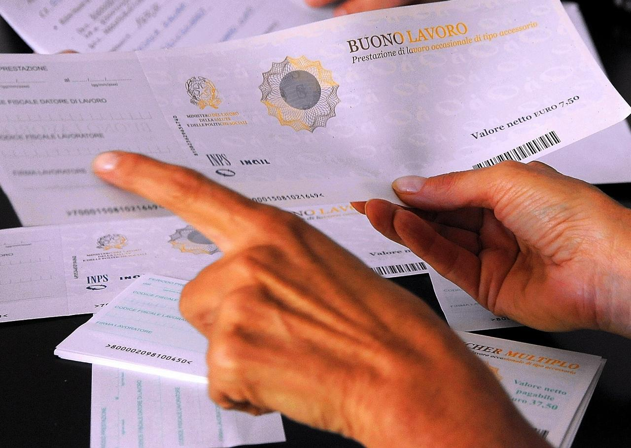 Lavoro, boom di voucher: in 8 anni ne sono stati venduti 347 milioni