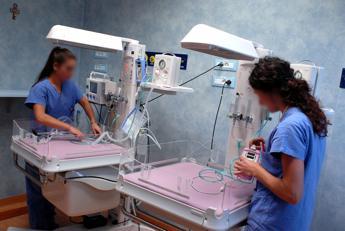 Arresto cardiaco prima del parto, salvi mamma e bebè