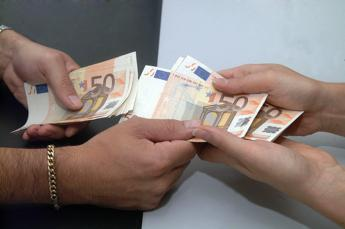 Italia ai margini in Ue per utilizzo Internet Banking, sportelli -14%