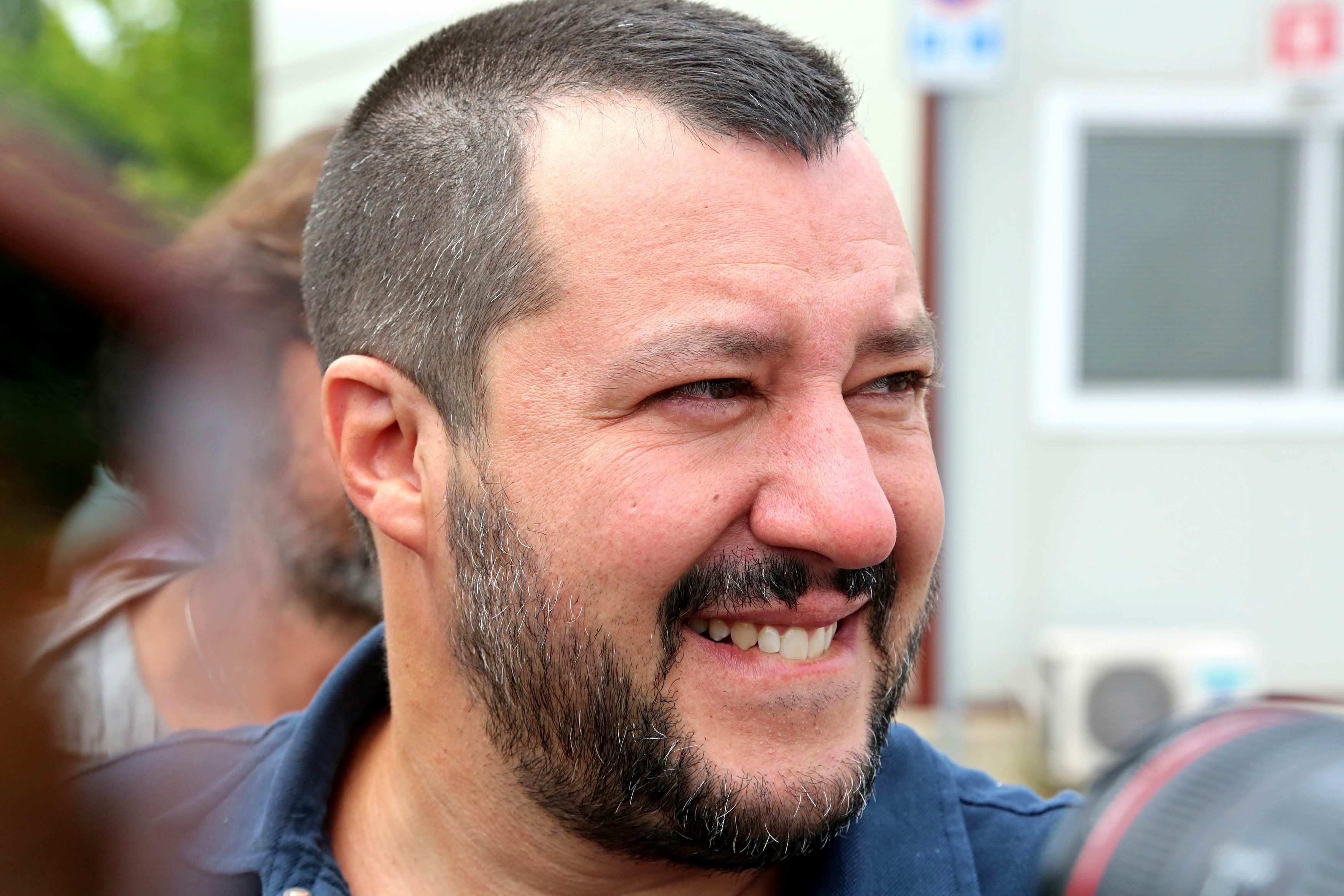 """Ue, Salvini: """"Il trattato di Schengen? Popolo spazzerà via gli euroidioti"""""""