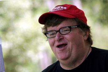 Michael Moore profetico: Ecco perché Trump vincerà
