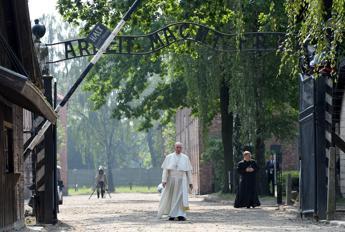 Papa Francesco ad Auschwitz:
