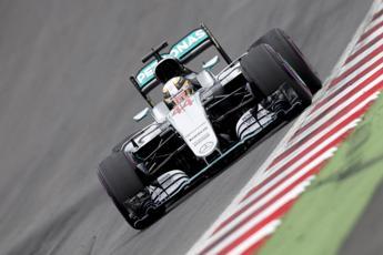 Hamilton vince in Austria e riapre il Mondiale: Il contatto con Rosberg? Ha sbagliato lui
