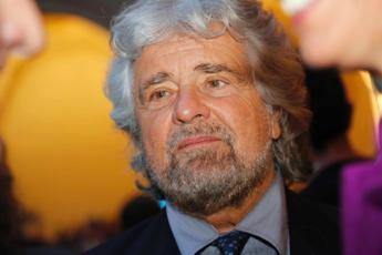 Roma, Beppe Grillo arriva in Campidoglio da Virginia Raggi