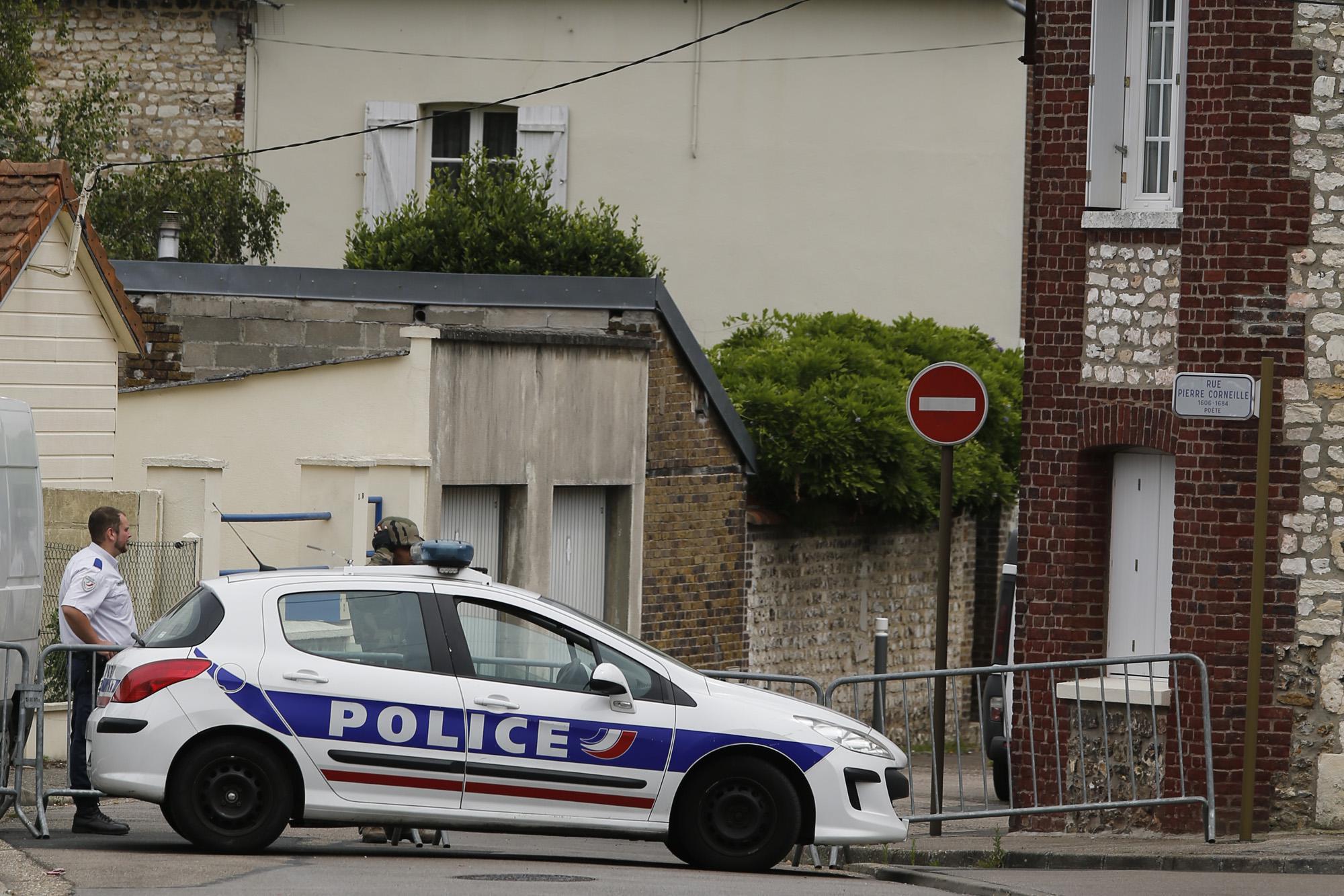 Allarme a Marsiglia, auto con 2 bombole di gas vicino sinagoga