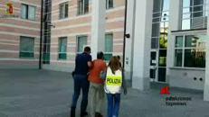Sesso sadomaso in cambio di soldi e ricariche, arrestato 49enne