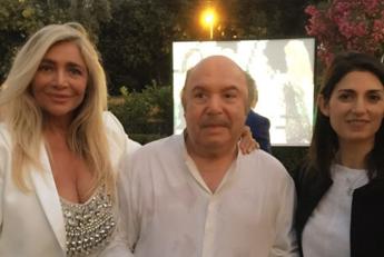 Tanti auguri Lino Banfi: Virginia Raggi e Pippo Baudo alla festa per gli 80 anni /Foto