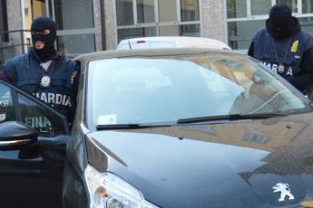Spararono contro auto Andrea Bacci, imprenditore amico di Renzi: due arresti