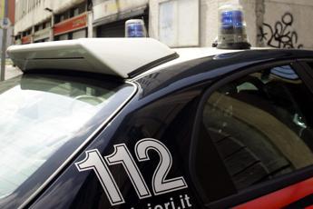 Napoli, sequestra e violenta operatrice 62enne in centro accoglienza