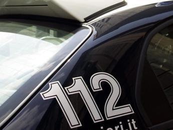 Torino, donna accoltellata in strada: si cerca l'ex