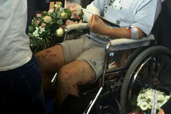 Terremoto, il padre di Marisol sulla sedia a rotelle accarezza la foto della figlia