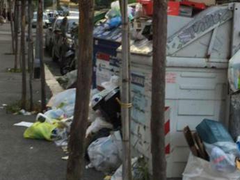 Rifiuti, Cgia: Ci costano 8,8 mld di euro, aumenti boom per bar e ristoranti