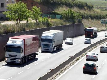 Pontina, al via lavori: velocità ridotta a 30 all'ora