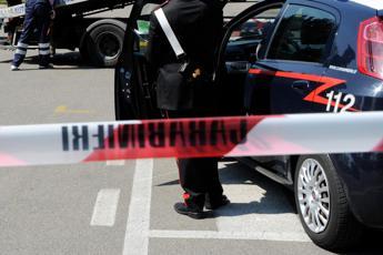 Arezzo, uccide il marito a fucilate e si costituisce: la coppia stava divorziando