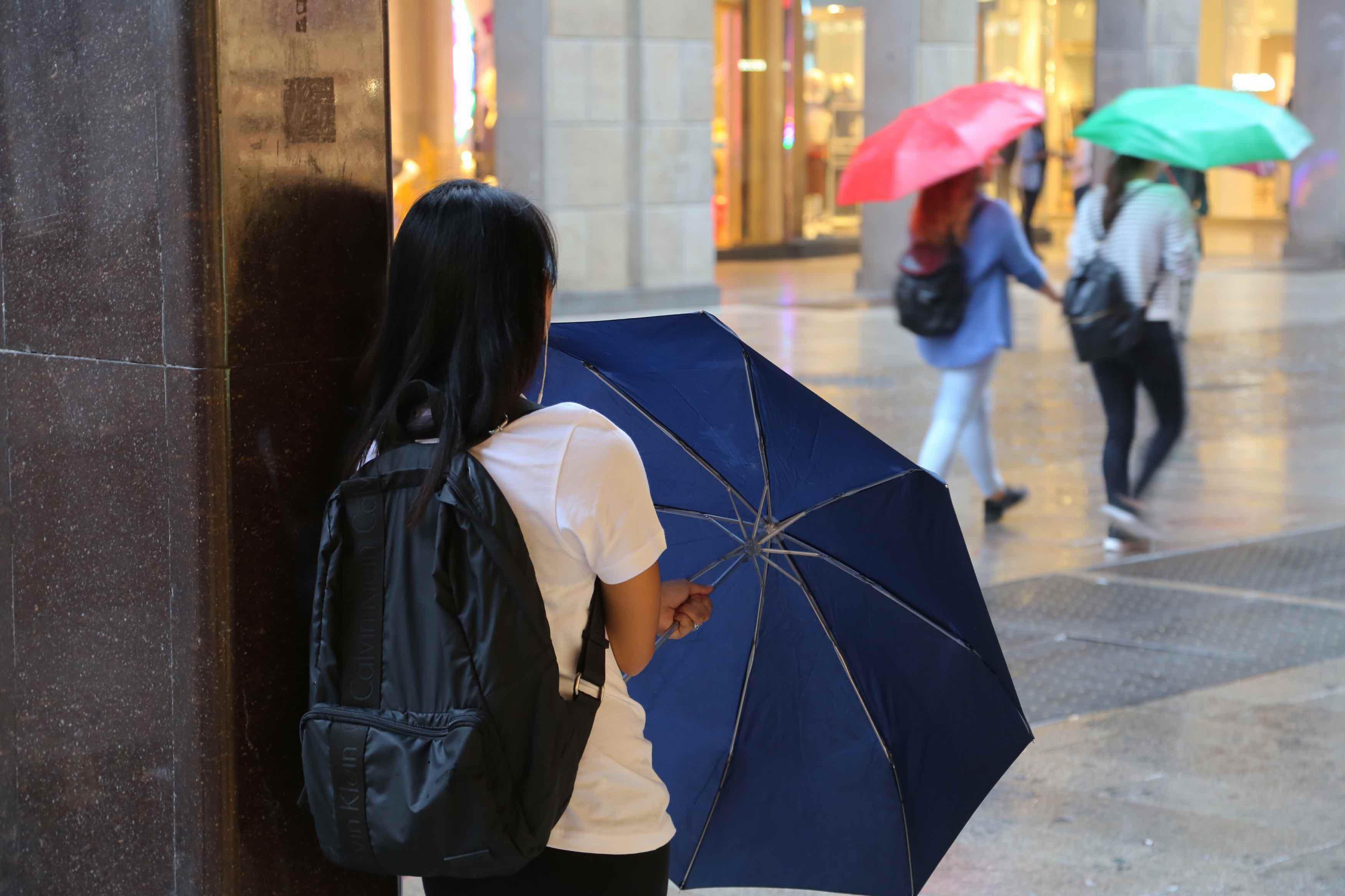 Il consiglio per il weekend? Aprite l'ombrello