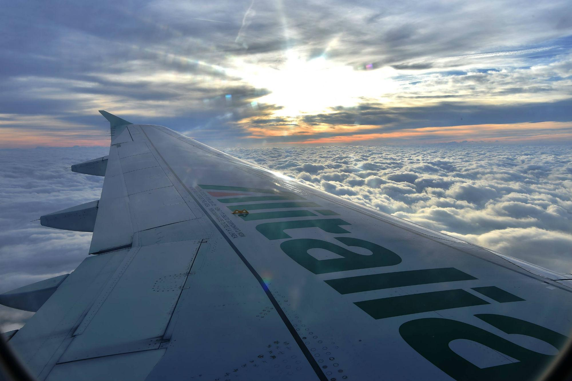 Alitalia, oltre 200 voli cancellati per lo sciopero