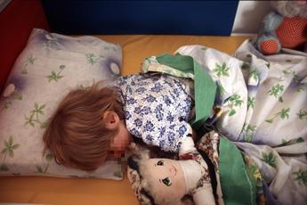 4 bimbi su 10 passano la notte in bianco, i consigli per favorire il sonno