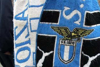 Il vicesindaco Frongia: Non è vero che Raggi ha rifiutato la maglia della Lazio