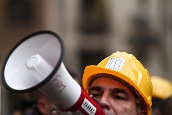 Taranto, travolto da nastro trasportatore: muore operaio dell'Ilva