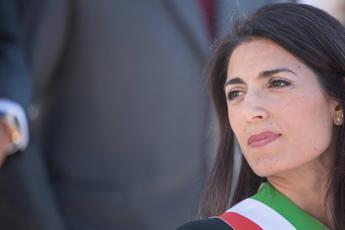 Roma, l'accusa di Raggi: Nei Municipi fanno sparire i faldoni