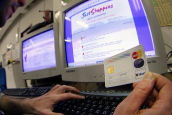 Consigli anti-truffa, come evitare la clonazione della carta di credito