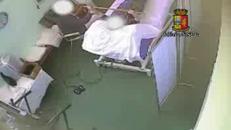 Rubava a pazienti anziani in ospedale, arrestata fisioterapista