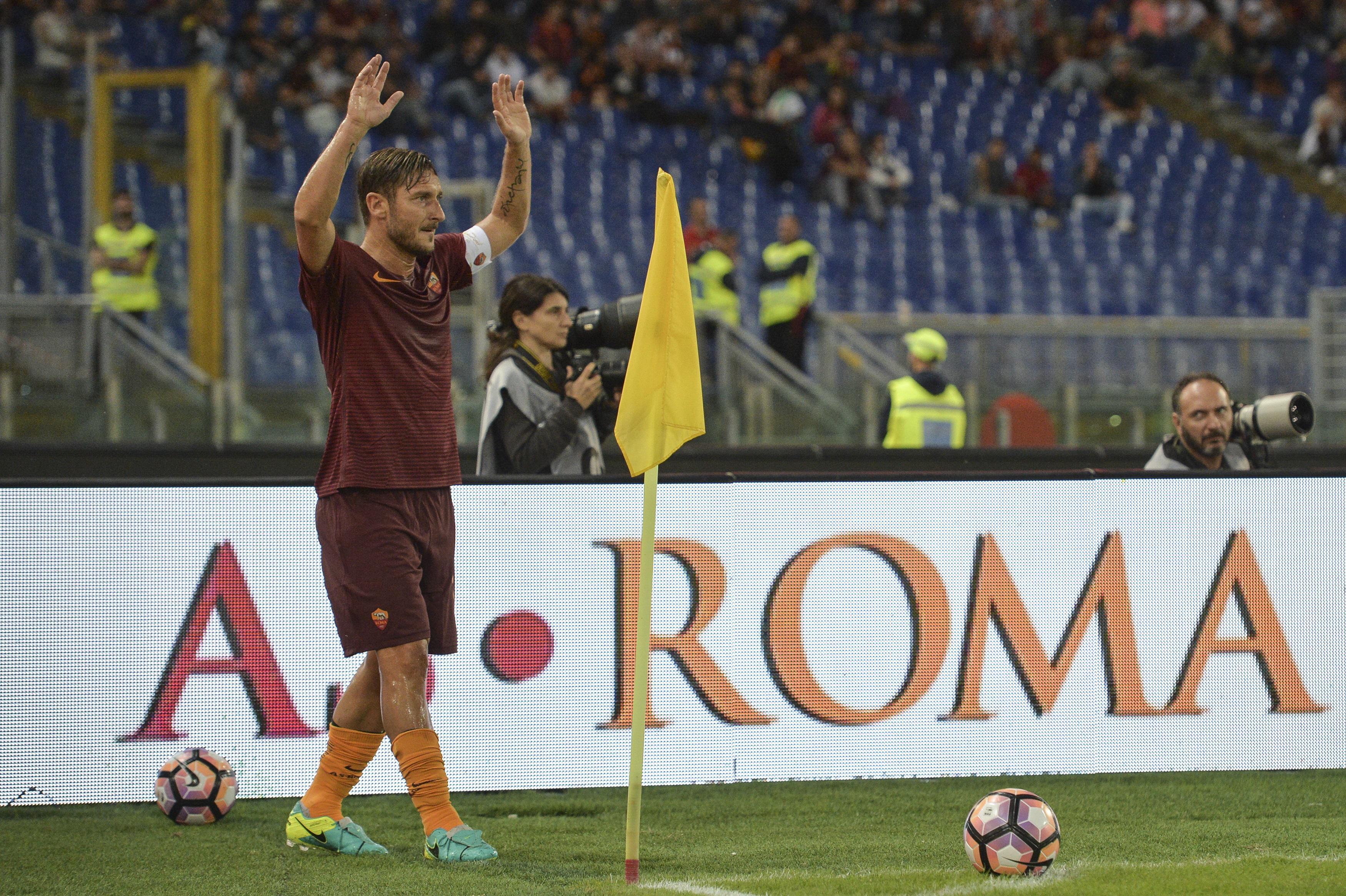 """Totti: """"Mai cacciato un allenatore né remato contro qualcuno"""""""