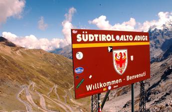 Alto Adige, Urzì: Cancellazione toponimi italiani? Costa difenda il bilinguismo