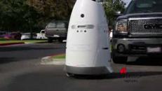 Nel parcheggio dell'ospedale c'è il robot guardiano