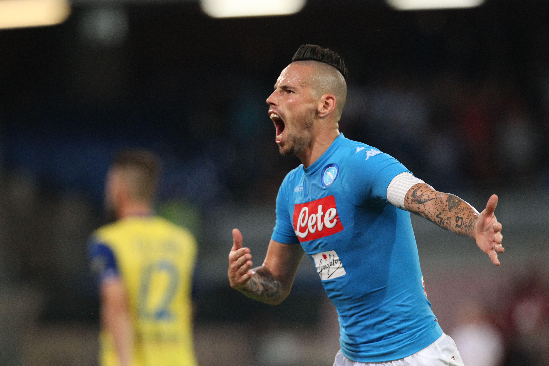 Chievo ko grazie a Gabbiadini e Hamsik e il Napoli resta in scia della Juventus