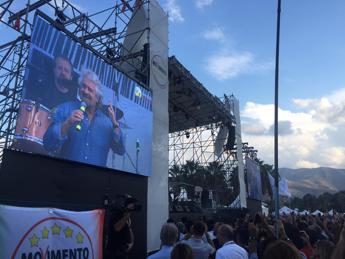 M5S, Grillo: Sono tornato, voglio vincere le elezioni /Video Se devo essere il capo politico, lo farò