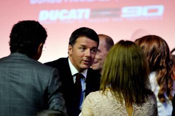 Ue, Renzi: Con austerità ha buttato bambino con acqua sporca