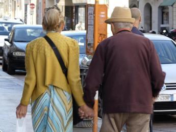 L'Italia invecchia, in calo nascite e speranza di vita