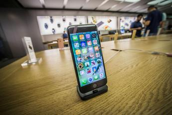 Il mistero dello strano sibilo dell'iPhone 7 /Ascolta