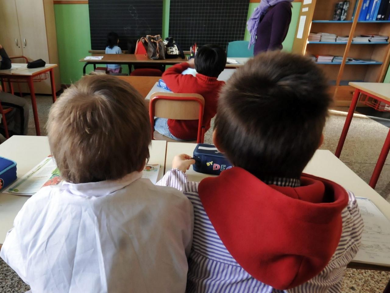 Cagliari, bagni separati per i piccoli migranti in una scuola di suore: scoppia la polemica