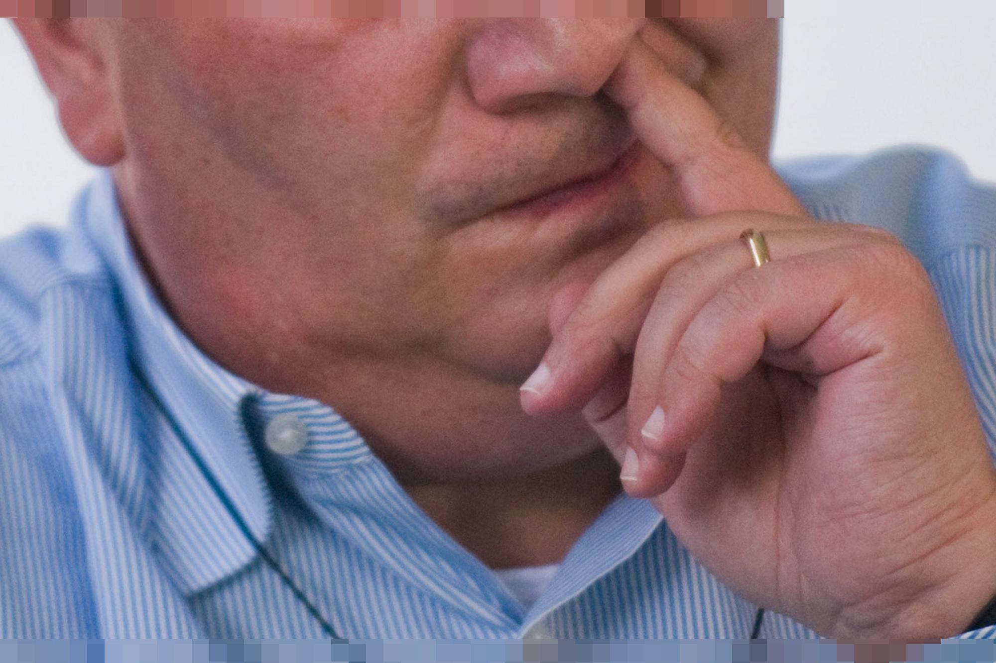 Perché mettiamo le dita nel naso? Segreto svelato dalla scienza