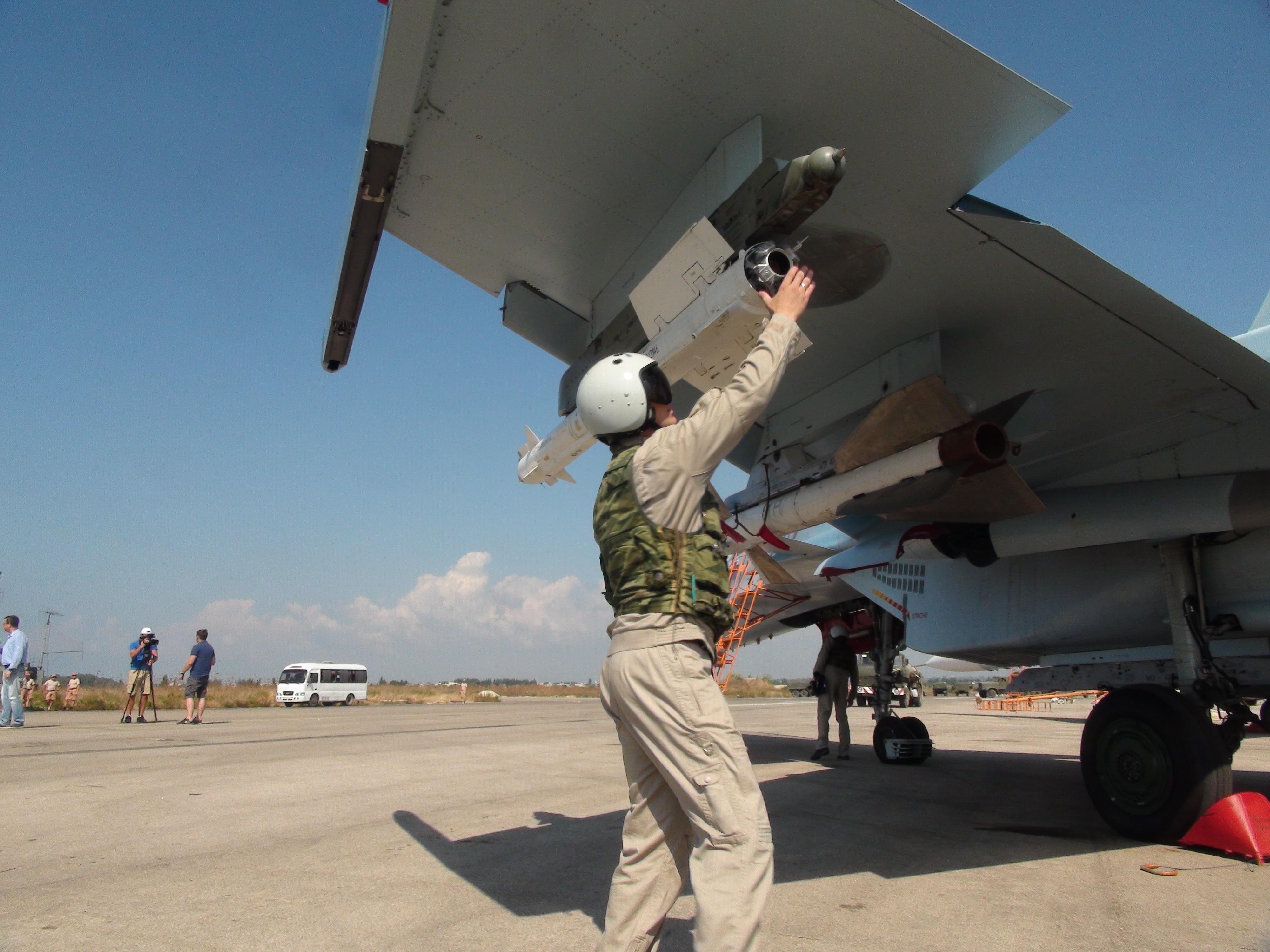 Mar Nero, caccia russo sfiora aereo militare Usa