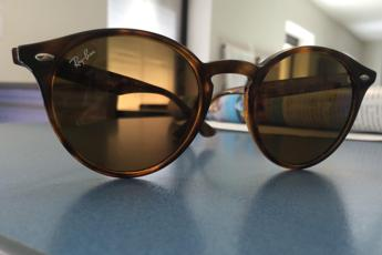 vendita ray ban beneficenza