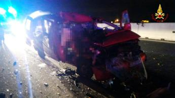 Incidente mortale in autostrada: nove feriti