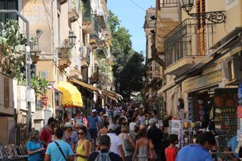 Turismo, crescono occupati e imprese. Bene ricettività e ristorazione