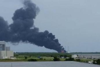 Esplosione al Kennedy Space Center, fiamme a Cape Canaveral ma nessuna vittima /Video