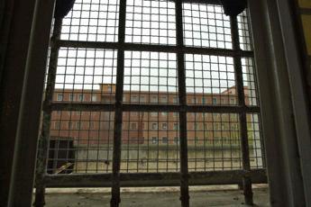 Rebibbia, detenuta getta figli dalle scale: uno muore, l'altro grave