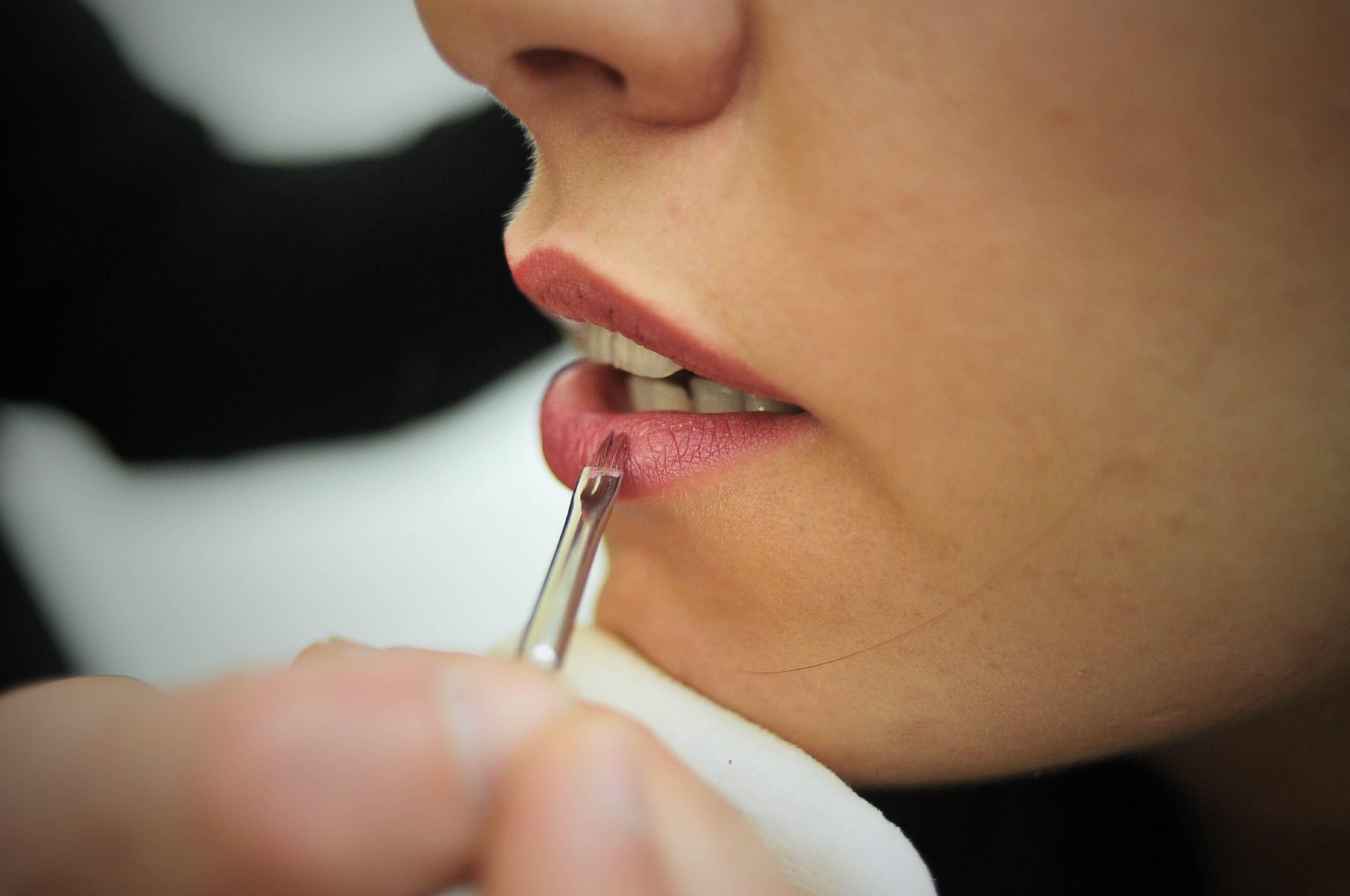 Dal filler al 'lip lift', le 5 tecniche per ottenere labbra più carnose