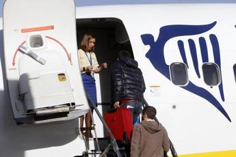 Scintille sul volo Roma-Palermo, coppia litiga e lui scende dall'aereo