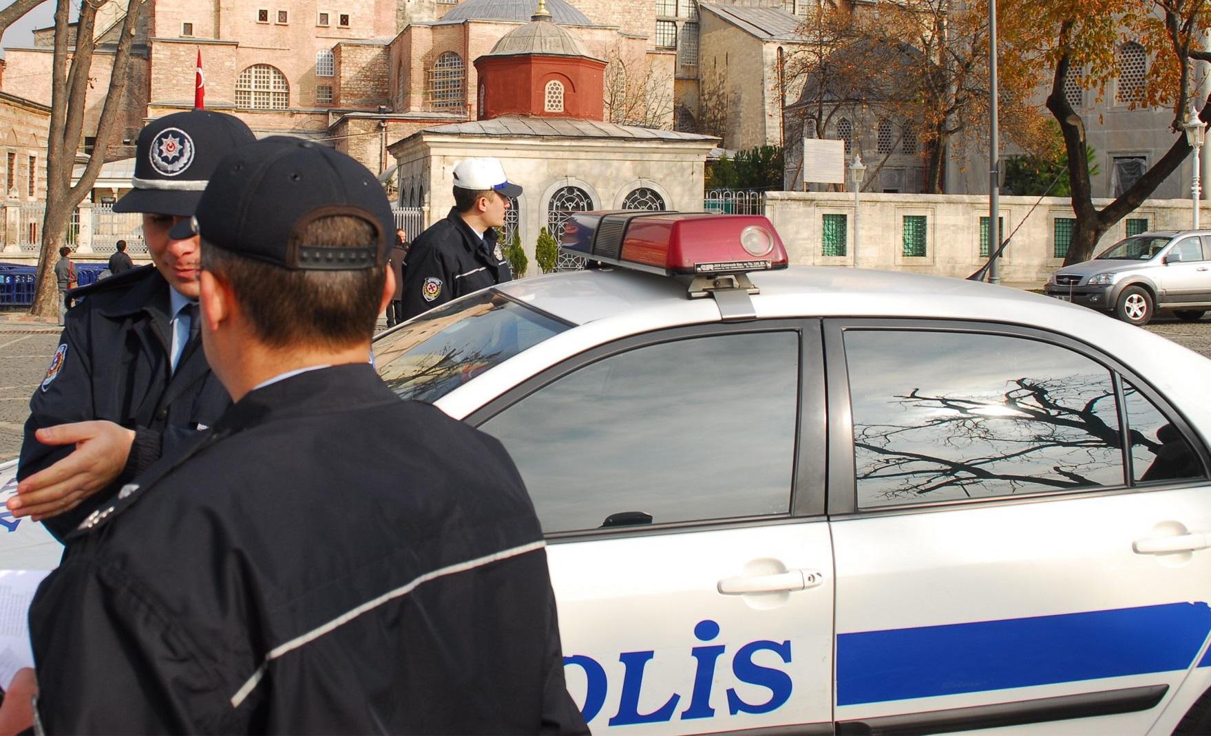 Ankara, due kamikaze si fanno esplodere